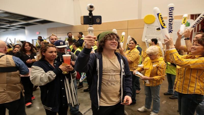 Ikea opens store in burbank california verdict retail for Ikea burbank california