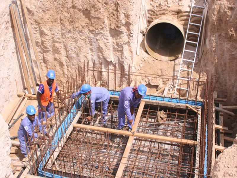 Work under progress on new water pipelines in Dubai.