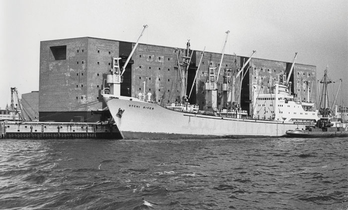 Then and now: Kaispeicher A in 1967, with ship docked, and in 2016, transformed into the Elbphilharmonie. Image Credit: Zoch