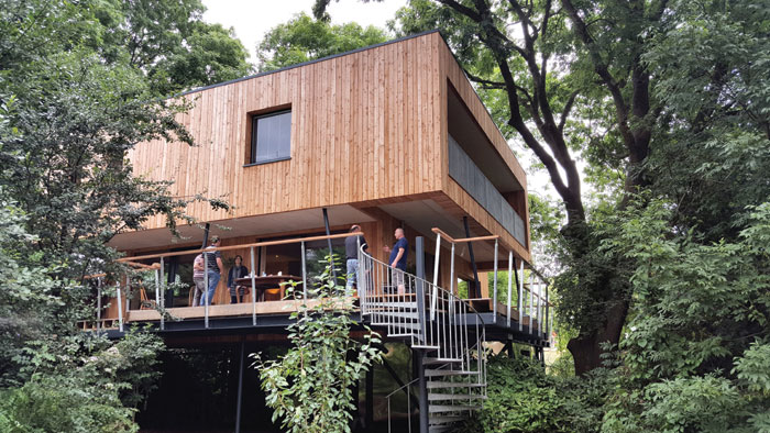 Treehouse and home in Dursley by Millar Howard Workshop
