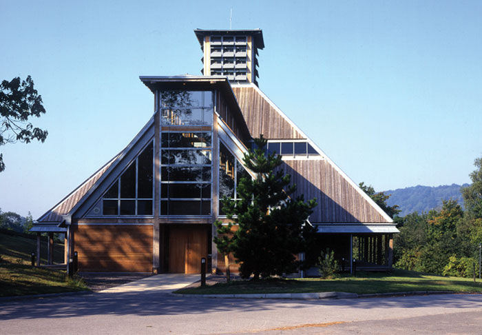 Bedales Olivier Theatre by Feilden Clegg (1996). Image Credit: Dennis Gilbert / View Pictures