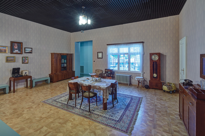 In the Time Travel exhibition for children, the same Warsaw room is recreated as war starts in 1939, during the Nazi occupation, and in May 1945