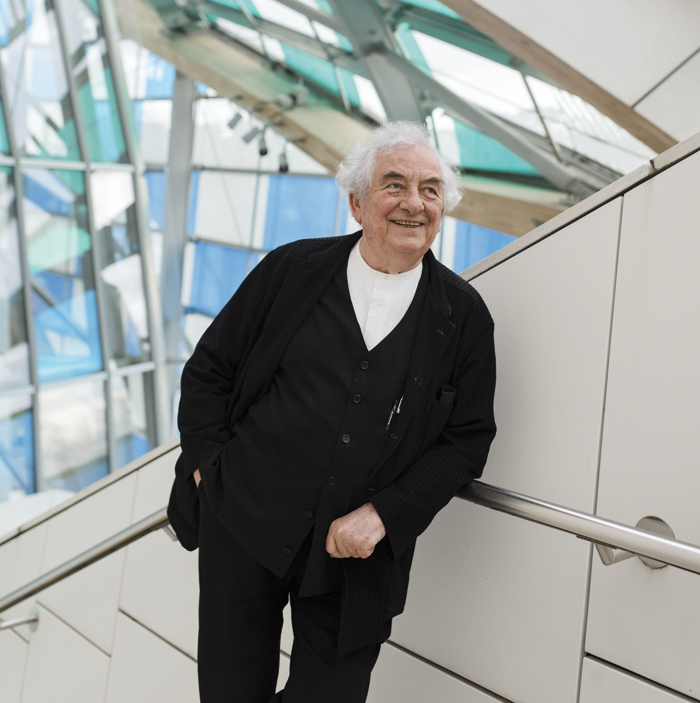 Daniel Buren amid his installation. Photo:Fondation Louis Vuitton / Martin Argyroglo © Db-Adagp, Paris 2016