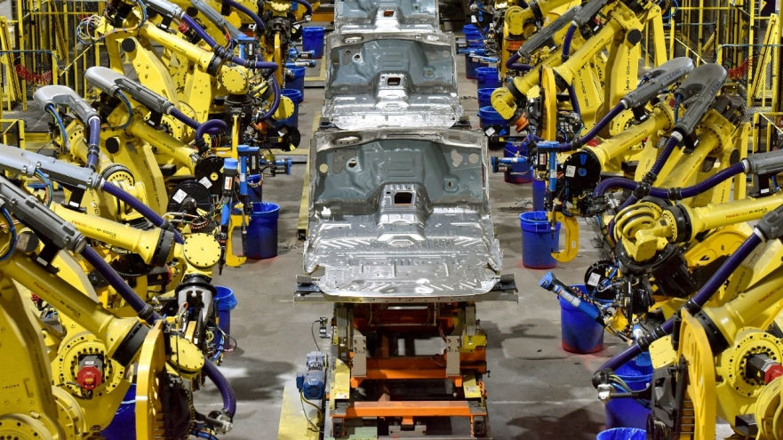 Ford boosts production of 2 big SUVS at Kentucky plant