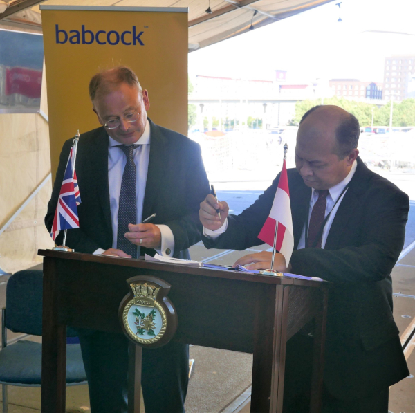 David Lockwood Babcock CEO (L) and Kaharuddin Djenod, (R) CEO  PAL sign contract on board HMS Argyll