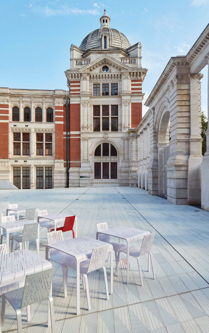 Amanda Levete's 8mm Chairs on the new porcelain Sackler Courtyard with an Aston Webb facade and (right) the Aston Webb Screen