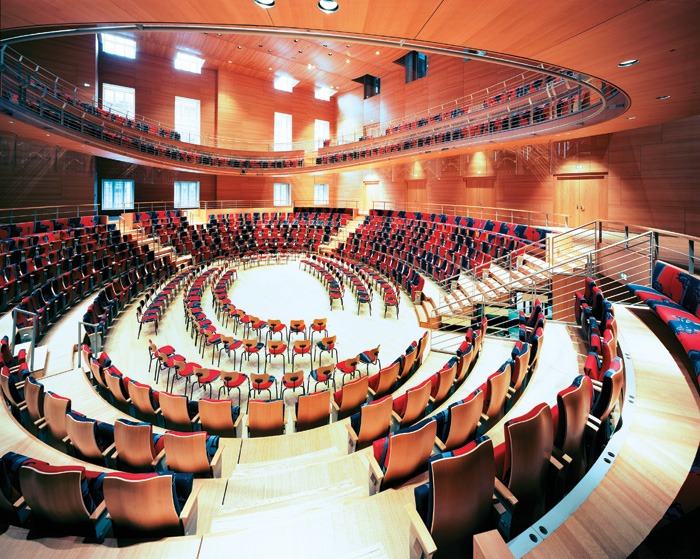 The main floor is designed with flexible seating in mind, to support different musical programs. It can be adapted into several configurations, including the traditional orientation of an audience facing towards the stage