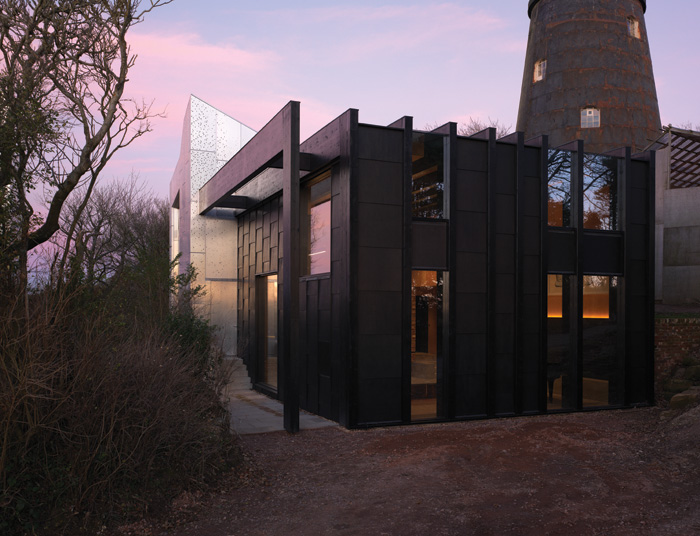The pop-up at the granary is of black glulam, alternating with glazing or black-stained panels. Image Credit: Brotherton Lock
