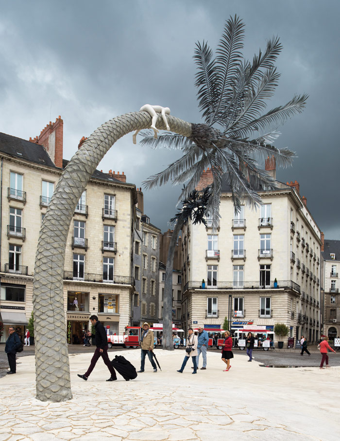 In Place Royale in the old town, Laurent Pernot has installed a surreal landscape of three gigantic trees for Le Voyage à Nantes. Photo Credit: Martin Argyroglo/LVAN , Le Voyage A Nantes 2017