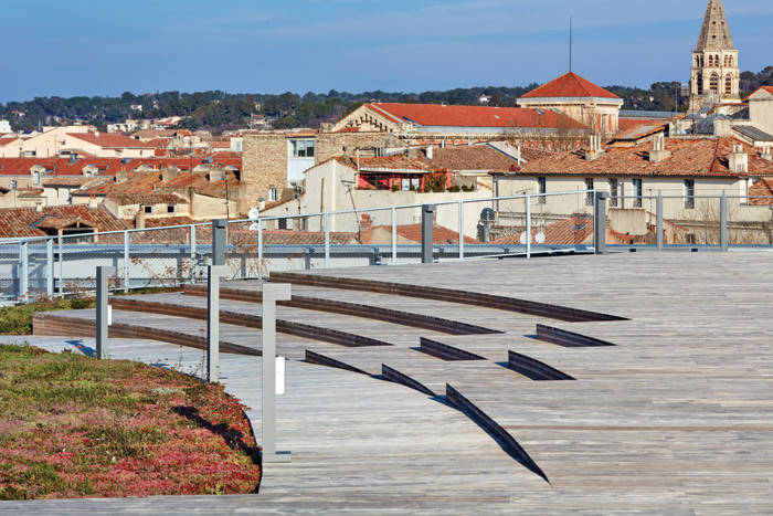 The boardwalk paving is stepped on the roof to encourage sitting