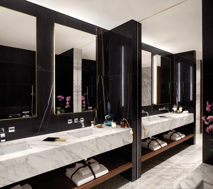Carrara marble and Black Aziza marble are deployed in the bathrooms
