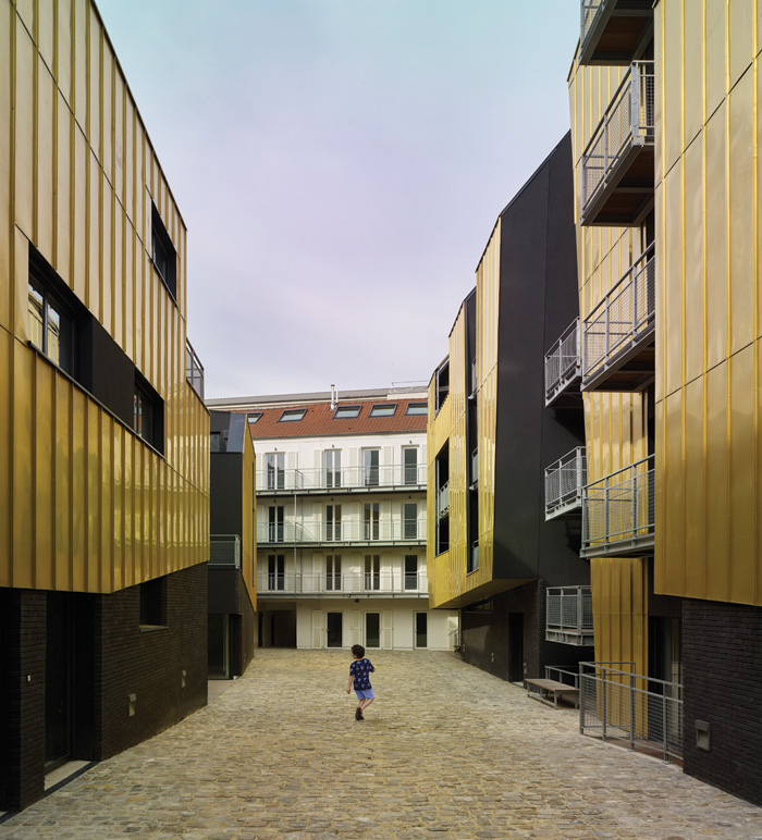 The central courtyard is envisaged as a pedestrian 'street'. Photo Credit: Didier Boy De La Tour.