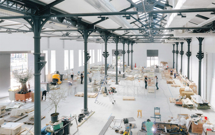 Workshops, laboratories and incubator spaces (including 3D printing and robotics) take place in Atelier Luma's adaptable 800 sq m hall