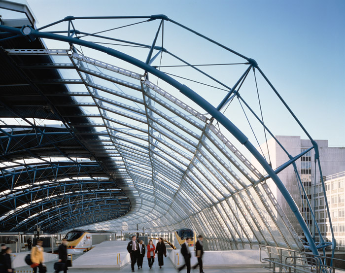 Magnum Opus 1: the multi-awardwinning Waterloo International Terminal cemented Grimshaw's position in the world of transport architecture. Image Credit: Peter Cook / View