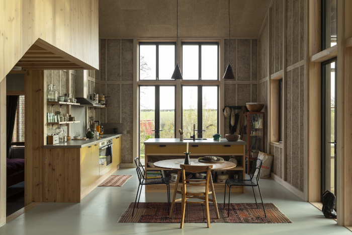 Floor-to-ceiling windows give a sense of openness and connection to nature. Image credit: Oskar Proctor