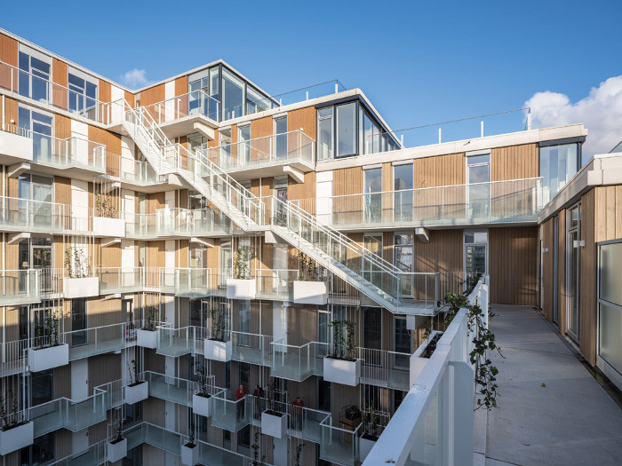 Massing and layout ensure daylight and sunshine reach into the large central courtyard space and surrounding balconies. Image credit: Ossip Van Duivenbode