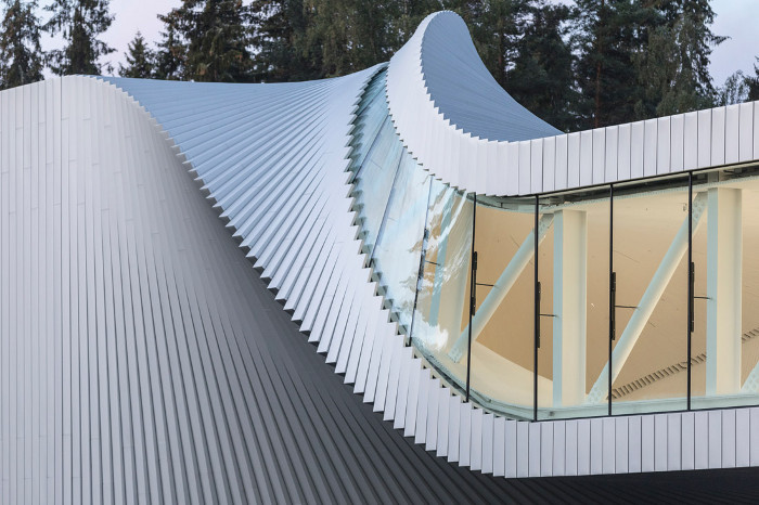 Exterior aluminium panels are organised in a gradual rotation around the steel diagrid frame. Image credit: Laurian Ghinitoiu.