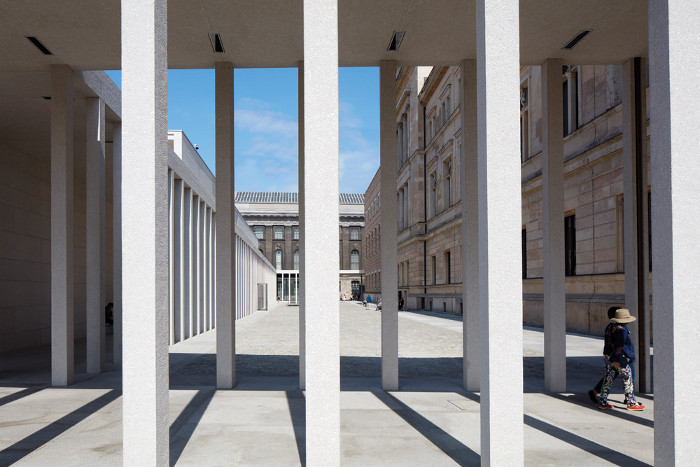 The James-Simon-Galerie is bounded on three sides by new colonnades