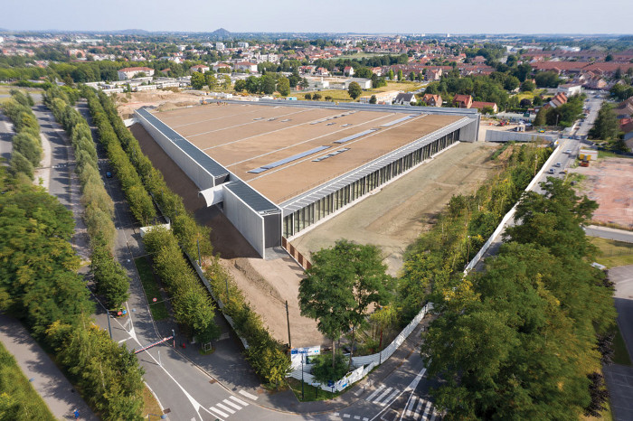 17,500 sq m of meadow will spread across the whole trapezoid roof of the gently sloping building