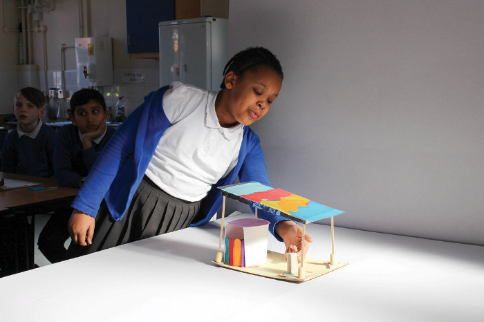 Exploratory models for the spaces by Valence Primary pupils