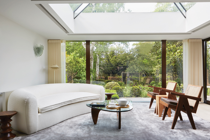richmond townhouse: The 19th-century, four-storey London townhouse was entirely redeveloped by the O'Sullivan Studio. Although celebrating its history by maintaining the townhouse's original features, the redesign has added a sense of understated glamour, and the master suite was transformed into a tranquil sanctuary for the users.