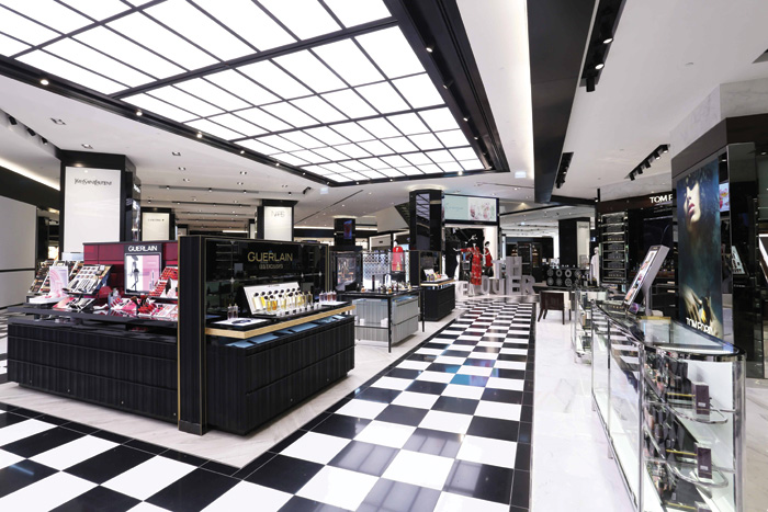 Nulty was the lighting designer for Bloomingdales in 360 Mall, Kuwait, with retail design by Uxus and Al Tayer Insignia. The flexible lighting scheme includes a choice of lighting 'scenes' in the changing room that can flick from daytime to evening, or to the perfect lighting to take a selfie. The clean, bold lighting scheme in the store was designed to complement the architectural forms and create contrast between the merchandise and the surrounding areas