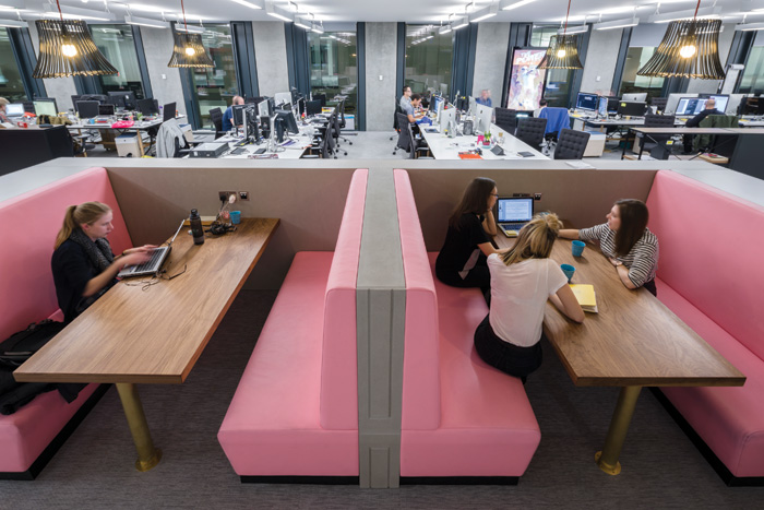 Custom-designed banquettes upholstered in pink leather are used for leisure or small meetings