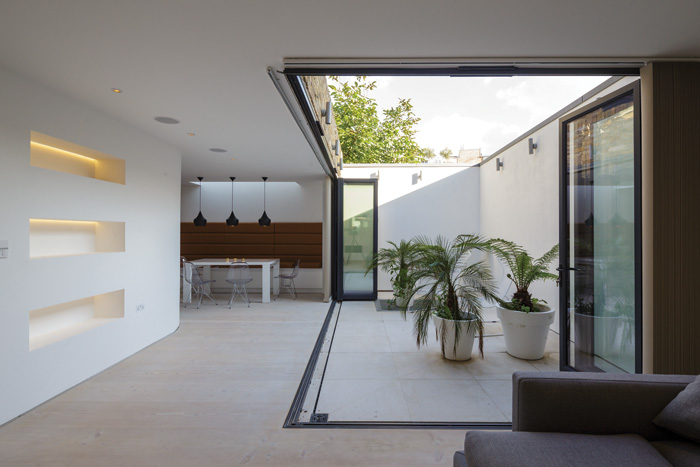 Compact living by gpad in this house in Northchurch Road