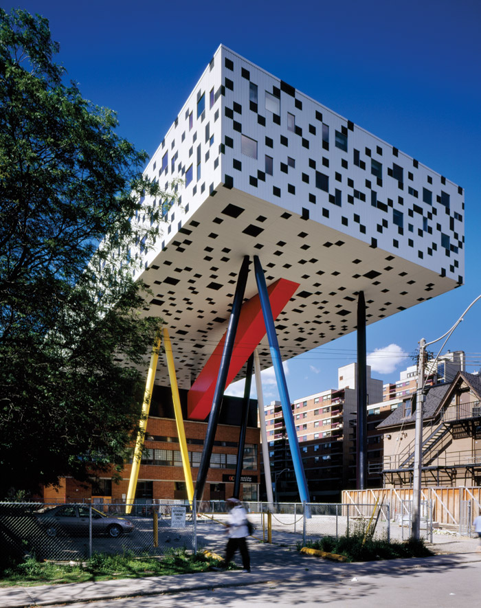 The Sharp Centre for Design, part of the Ontario College of Art and Design. Caroline Robbie, project lead for UCAD U CO, Quadrangle principle, and also an OCAD U graduate, was familiar with the design language, having worked on the Sharp Centre project previously.
