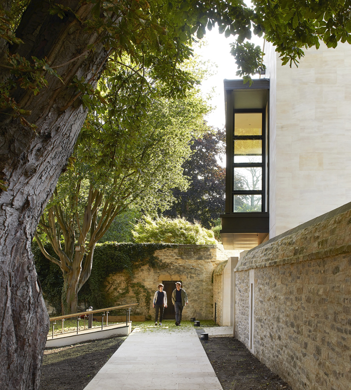St John's College in Oxford – the new library and study centre is 'hardly apparent from key vistas'; Image Credit: Hufton+Crow
