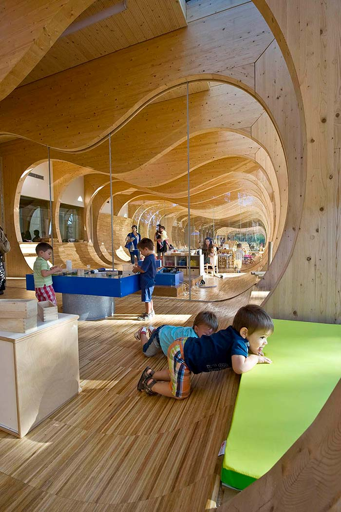 The Guastalla School comprises a sculpted timber-frame structure. Image Credit: Giovanni Gastel