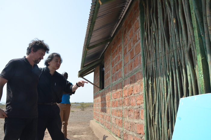 Architect Shigeru Ban is well-known for his work on emergency shelters for disaster regions around the world. At a refugee camp in Kenya he asked the displaced people themselves to test four different types of shelter, three using local building methods, to see which they preferred