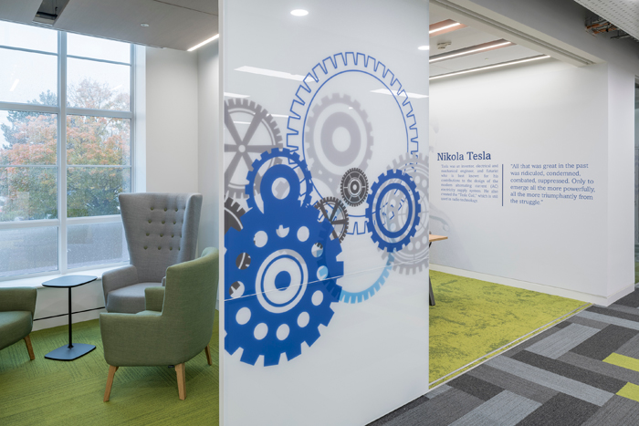 The mixture of working spaces and break-out zones includes the 'huddle room'