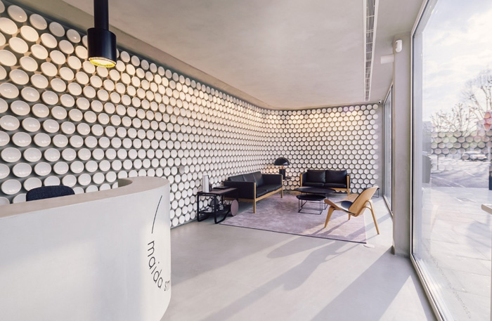 In the reception area, more than 500 handcrafted ceramic discs cover the walls