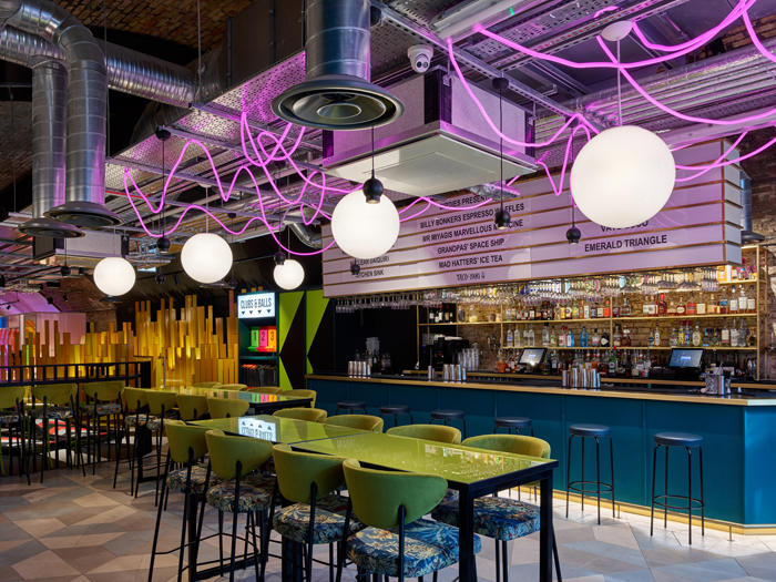 The essence of Birdies is fun – even the bar area is crowned with a plumage of neon pink rope