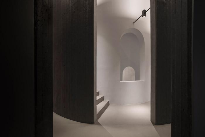The staircase in the Euphoria Retreat, where ASlight designed special luminaires to make the adaptation between floor heights more harmonious.Image Credit: Margarita Nikitaki