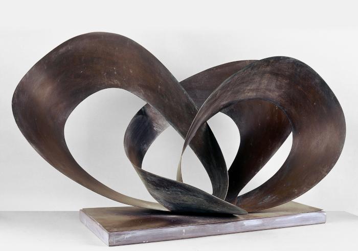 Forms in Movement (Galliard), 1956. Image Credit: BOWNESS HEPWORTH ESTATE. IOANA MARINESCU