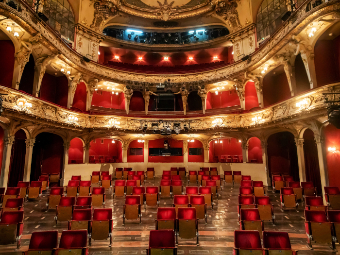 The socially distanced seating in the Berliner Ensemble's Theater am Schiffbauerdamm. Image Credit: MORITZ HAASE