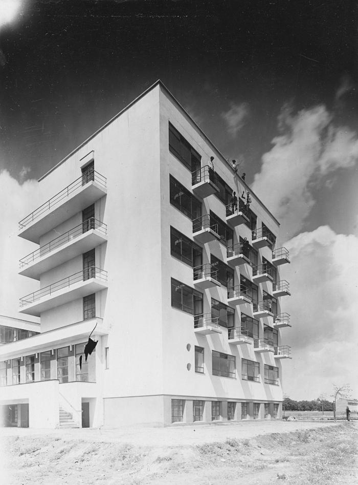 Image Credit: ERIC CONSEMÜLLER. Designed by founder Walter Gropius, the Prellerhaus was full of studio-dormitories