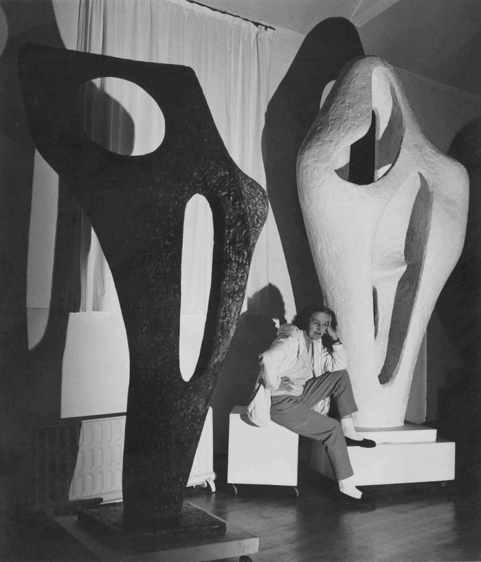 Hepworth with the gift plaster of Figure for Landscape and a bronze cast of Figure (Archaean), November 1964. Image Credit: LUCIEN MYERS