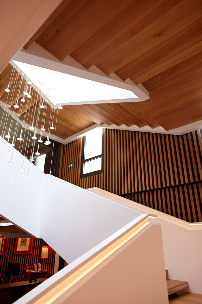 The atrium staircase is made of natural oak and HI-MACS. Image Credit: Eric Vanden