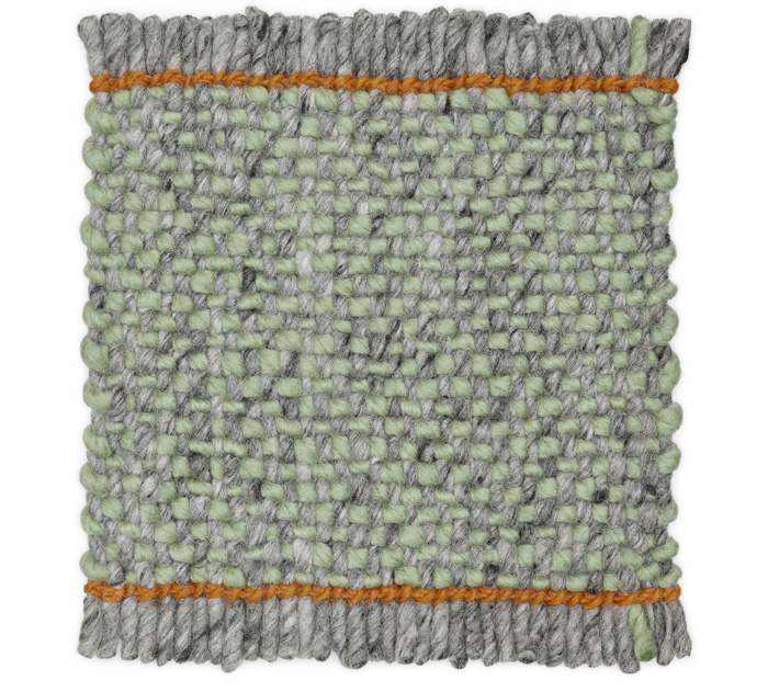 For Bold Melange a grey melange warp yarn is combined with a solid-coloured weft to give the rug extra depth of colour