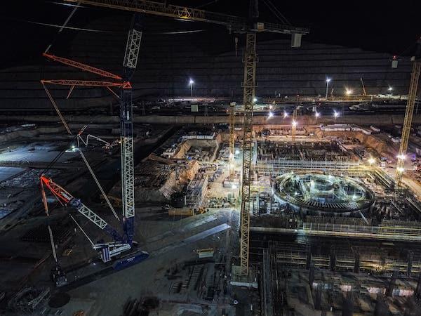 Cranes at the Akkuyu nuclear power plant construction site (Credit: Akkuyu Nuclear)