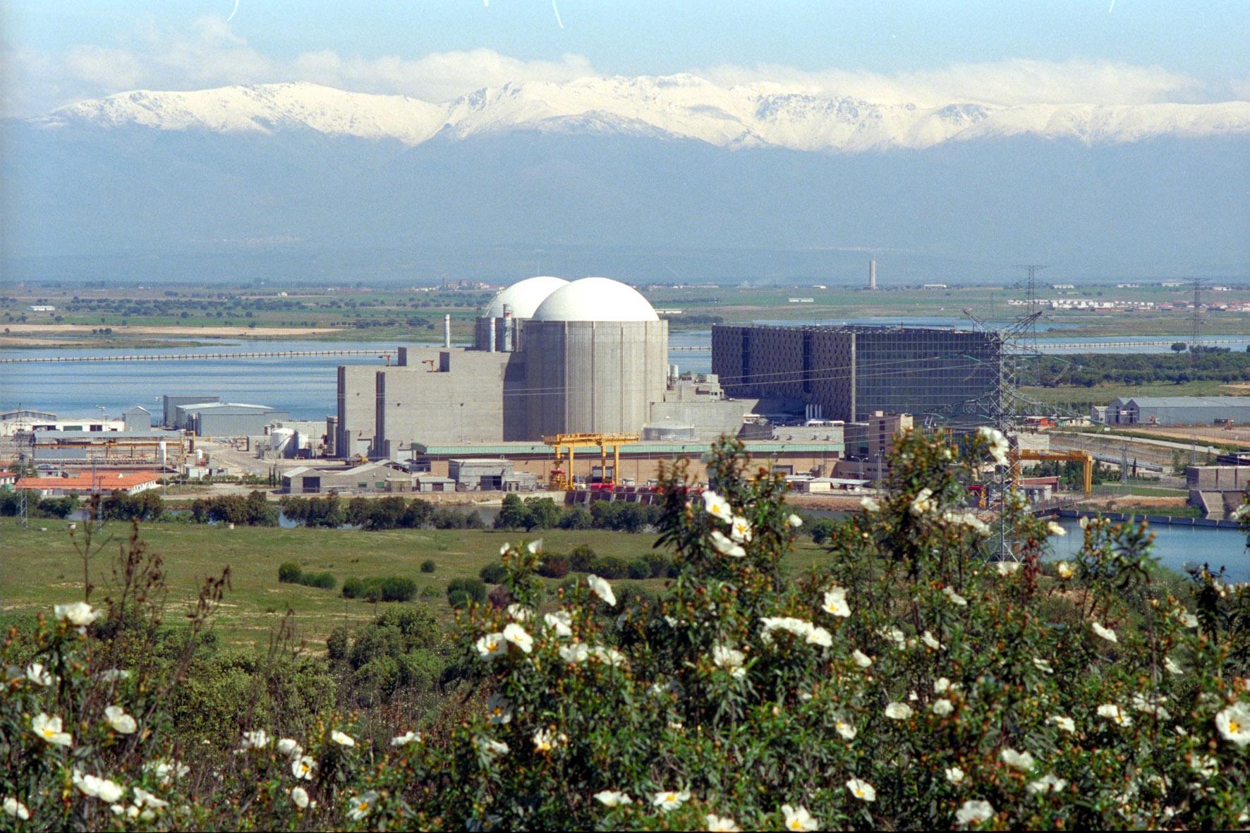 Photo: Almaraz nuclear plant (Credit: Foronuclear)