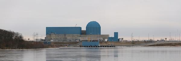 Clinton nuclear generating station, Illinois  Daniel Schwen - Own work (CC BY-SA 4.0)