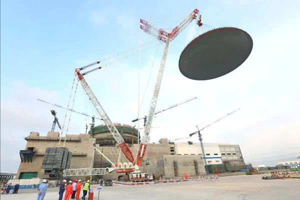 The outer containment dome of unit 6 at the Fuqing nuclear power plant is lifted, ready to be installed on July 25. [Photo/CNNC]