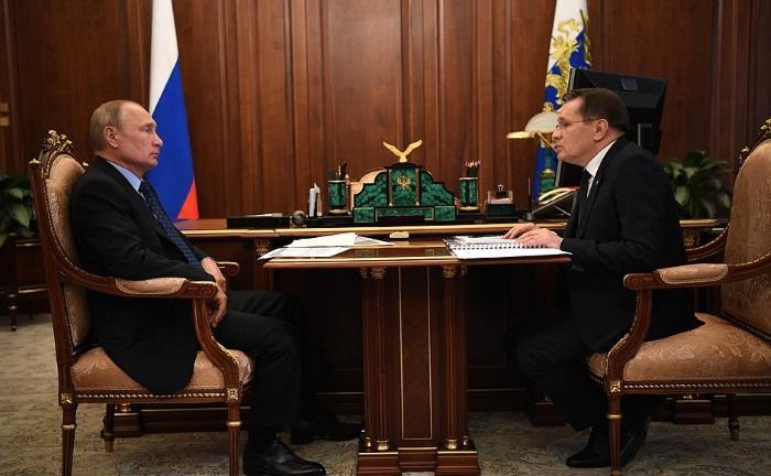 Director general of Rosatom Alexey Likhachev gave briefing to President Vladimir Putin on 17 June (Photo: President of Russia)
