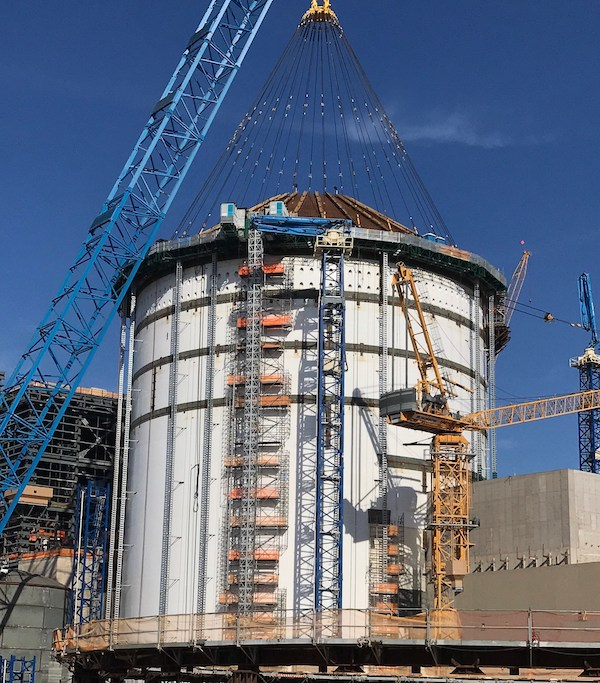 Shield building roof has been lifted into place at Vogtle 4 (PRNewsfoto/Georgia Power)