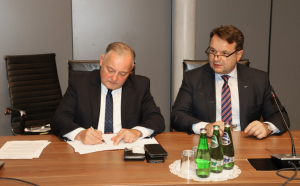 The shareholders of Polska Grupa Energetyczna (PGE EJ1), which was set up to build and operate Poland's first nuclear plant have signed a letter of intent with the State Treasury to acquire 100% of its shares.