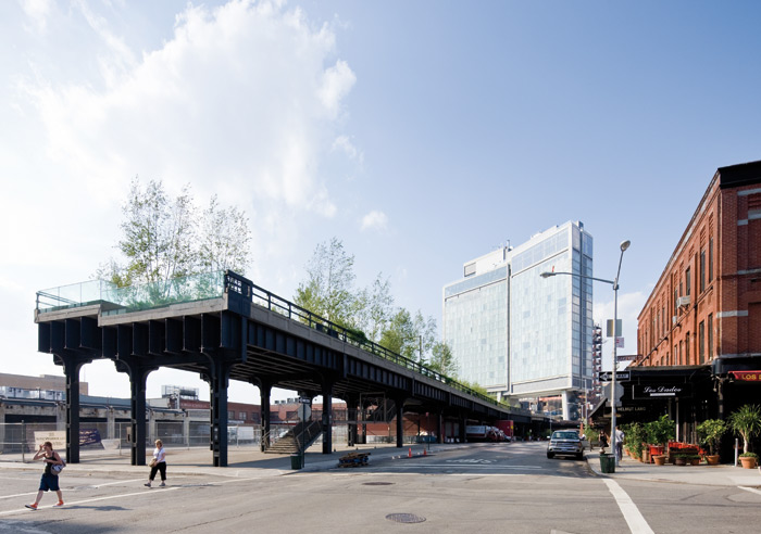 The abrupt southern end of the High Line with the Standard Hotel straddling it — the last building allowed to be built over the park. Photo: Iwan Baan